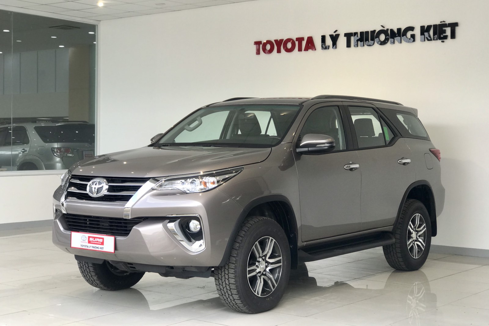 TOYOTA FORTUNER 2.4AT - 2020